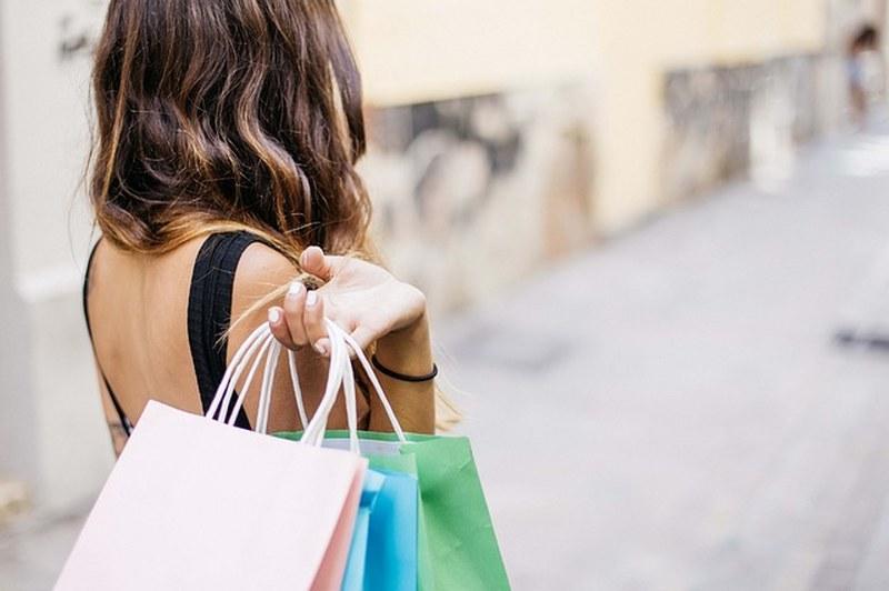 b0f3e9d3ff Borse di Carta per negozi: online si risparmia   OfferteUtili.it - Il  Risparmio è il Primo Guadagno